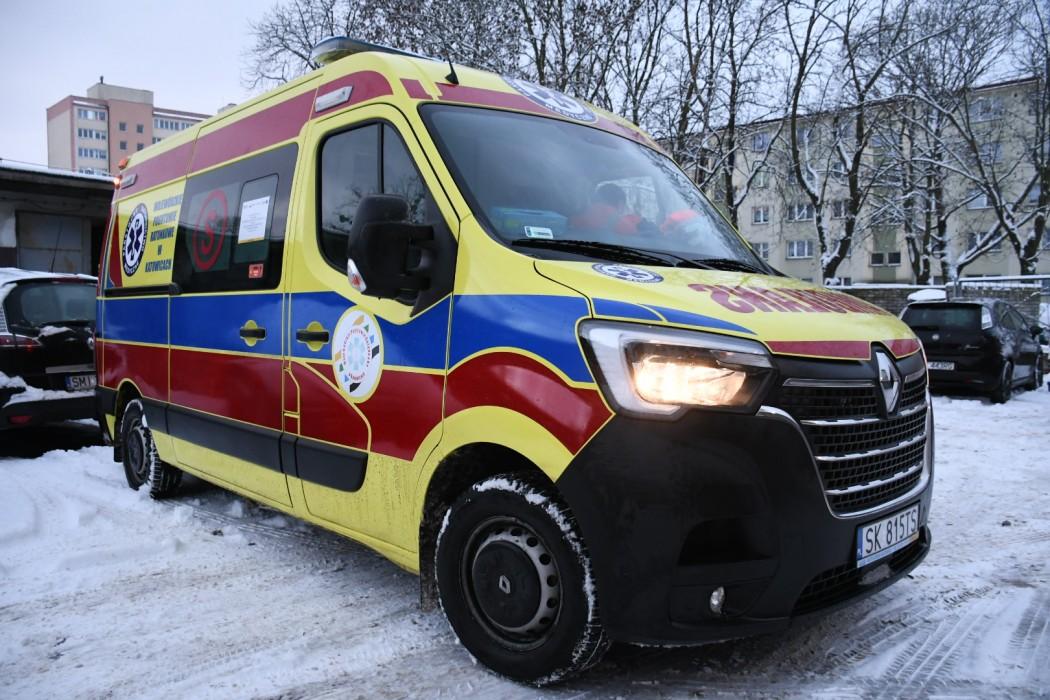 Zdjęcie do wiadomości: Okręgowa stacja pogotowia w Tychach otrzymała nowy ambulans