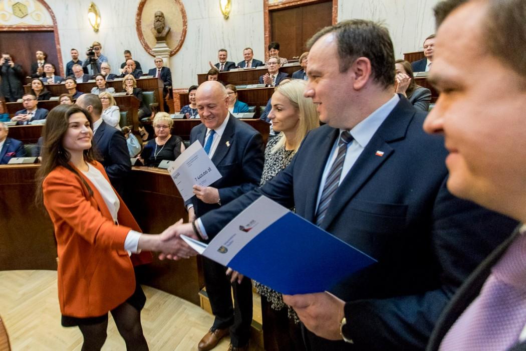 Zdjęcie do wiadomości: Marszałek nagradza sportowców