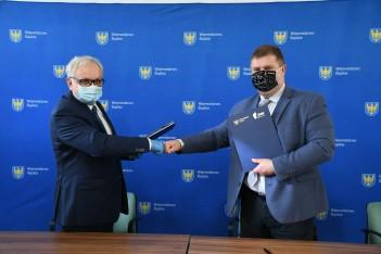 """Podpisanie umów na realizację projektu """"Odnawialne źródła energii poprawą jakości środowiska naturalnego"""""""