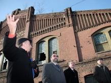 Przewodnikiem po terenie Nowego Muzeum Śląskiego był dyrektor placówki Lech Szaraniec.