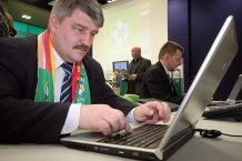 """Swoje miejsca na """"Wirtualnym Stadionie"""", zarezerwował także Marian Ormaniec"""