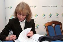 W imieniu lidera projektu umowę podpisała dyrektor Śląskiego Centrum Społeczeństwa Informacyjnego Beata Wanic