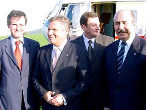 Od lewej: Wojewoda Śląski Lechosław Jarzębski, Prezydet RP Aleksander Kwaśniewski, Marszałek Województwa Śląskiego Michał Czarski oraz Prezydent Bielska-Białej Jacek Krywult