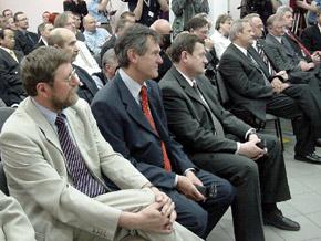 Spotkanie w Fiat GM Powertrain Polska. Od lewej: poseł Zbyszek Zaborowski, Wojewoda Lechosław Jarzebski oraz Marszałek  Michał Czarski