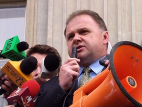 Z grupą protestujących spotkał się Członek Zarządu Województwa Śląskiego Wiesław Maras
