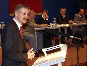 Przewodniczący Sejmiku Zbigniew Wieczorek otwiera debatę
